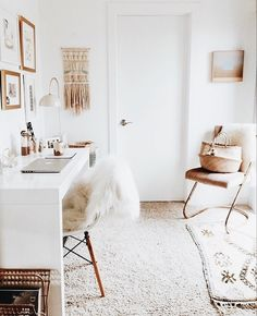 Grey and white home office ideas muted neutrals in office minimalist decor minimal home decor ideas . grey and white home office Home Office Space, Home Office Design, Home Office Decor, Office Ideas, Office Style, White Room Decor, Bedroom Decor, Bedroom Ideas, Bedroom Inspo