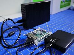 A NAS solution can cost several hundred dollars. If you have an unused Raspberry Pi and a few hard drives lying around, you can make one yourself without spending a dime. Computer Diy, Computer Projects, Arduino Projects, Computer Basics, Computer Internet, Diy Electronics, Electronics Projects, Raspberry Computer, Cool Raspberry Pi Projects