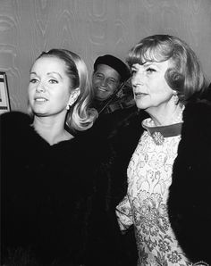 Debbie Reynolds and Agnes Moorehead Classic Actresses, Hollywood Actresses, Beautiful Actresses, Actors & Actresses, Classic Movies, Agnes Moorehead, Vintage Hollywood, Classic Hollywood, Debbie Reynolds Carrie Fisher