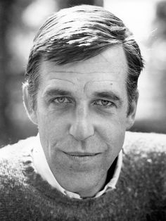 The handsome Fred Gwynne. Best known for his role in The Munsters and Pet Semetary.