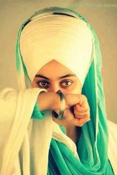 Sikh girl Thank you fr sharing it w me baby bhai Sikh are God's warriors, defenders of truth and justice. Girl Baby Pic, Guru Nanak Ji, Guru Nanak Jayanti, Punjabi Boys, Shri Guru Granth Sahib, Guru Pics, Punjabi Culture, Guru Gobind Singh, Truth And Justice