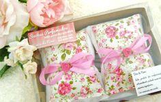 Sachês Perfumados com essência de lavando ou alecrim. Medida 7 cm x 10 cm. R$ 15,00