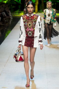 Dolce & Gabbana Spring 2017 Ready-to-Wear Fashion Show - Sanne de Roo