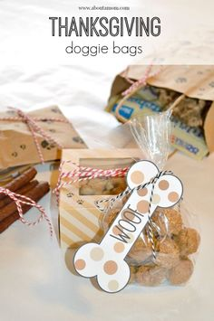Make these adorable Thanksgiving doggie bags and fill them with homemade dog treats! The perfect party favor for your four-legged family members. Diy Dog Treats, Homemade Dog Treats, Healthy Dog Treats, Diy Dog Gifts, Healthy Snacks, Dog Biscuit Recipes, Dog Treat Recipes, Dog Food Recipes, Diy Dog Bag