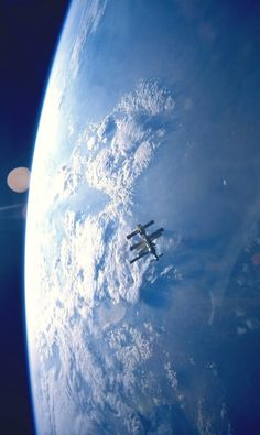 Stunningviews of Earth with ISS floating
