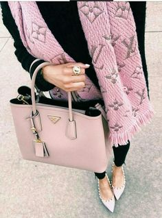 New LV Collection for Louis Vuitton. New LV Collection for Louis Vuitton. Prada Handbags, Louis Vuitton Handbags, Prada Bag, Balenciaga Handbags, Tote Handbags, Mode Outfits, Fashion Outfits, Fashion Fashion, Fashion Scarves