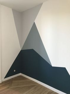Forme géométrique en peinture dans les tons bleus Geometric shape in painting in blue tones The post Geometric shape in painting in blue tones & Nice Walls ♦ Schöne Wände appeared first on Geometric paint .