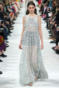 The complete Valentino Spring 2018 Ready-to-Wear fashion show now on Vogue Runway.