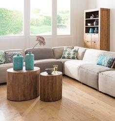 Creeer ruimte in je woonkamer, door rustige kleuren en de vloer te tonen. Hoe meer vloeroppervlakte je ziet, hoe groter de ruimte lijkt.