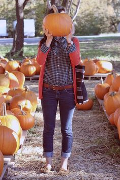 Fall fashion inspiration // autumn casual outfit // pumpkin patch