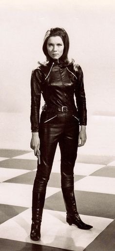 DIANA RIGG as Emma Peel in the stylish cult British TV series THE AVENGERS. Diana Rigg appeared in seasons 4 & 5 from 1965-1967 (please follow minkshmink on pinterest) #theavengers #dianarigg #emmapeel #leather #catsuit #secretagent