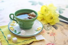 Green tea is a popular drink that people drink all over the world. The benefits of green tea go beyond the fact that it tastes amazing. Here you'll find 7 benefits of green tea that will significantly increase your health. Weight Loss Tea, Green Tea For Weight Loss, Lose Weight, Sencha Tea, Green Tea Benefits, How To Make Greens, Acide Aminé, Types Of Tea, Food Combining