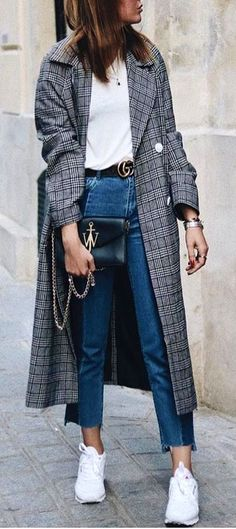 #spring #outfits  woman wearing blue denim pants. Pic by @best_street_styles