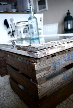 two old crates and an old window coffee table Window Coffee Table, Diy Coffee Table, Vintage Bedroom Decor, Vintage Decor, Eco Deco, Decoration Restaurant, Old Wooden Crates, Old Windows, Recycled Windows
