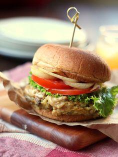 White Bean & Mushroom Burgers with Creamy Tahini Cheese Sauce #vegan #beanbean #summer recipes | connoisseurusveg