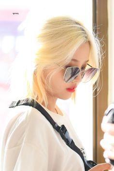 (2) idle pics (@idlepics) / Twitter Kpop Girl Groups, Korean Girl Groups, Kpop Girls, Rapper, Header Tumblr, Reality Shows, Soyeon, Korean Aesthetic, I Am A Queen