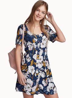 - Collection australienne MINKPINK chez Twik - Une robe qui nous présente les plus belles fleurs de la saison estivale sur un fond bleu nuit - Douce viscose ultra légère et fluide - Doublure fin tissage - Boutonnage pleine longueur Le mannequin porte la taille petit Longueur: 87cm, du haut de l'épaule