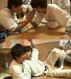 "[BTS clip] https://www.youtube.com/watch?v=q05mQBcGsNw Kento Yamazaki VS Sota Fukushi, BTS video, J drama ""yowakutemo katemasu (We can win even if we're weak)"", 2014."
