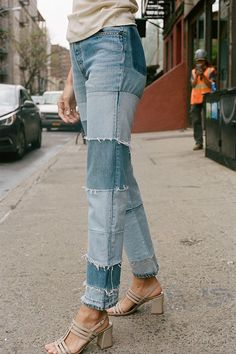 Denim Trends For Fall That Every Girl Can Rock Denim trends are everywhere this fall: jeans, jackets, and skirts. But what makes fall 2019 the season of denim? Personal touches and brand new fits! Jacket Outfit, Denim Outfit, Patchwork Jeans, Patchwork Dress, Estilo Jeans, Diy Clothes, Clothes For Women, Jeans Boyfriend, Mode Streetwear