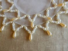 Conjunto Cobre Jarra e Copo Perola Gota no Elo7 | Belli Bijus e Decorações (9D7018) Pearl Necklace, Pearls, Knitting, Crafts, Diy, Cat Crafts, Mothers Day Crafts, Diy Crafts, Craft Ideas
