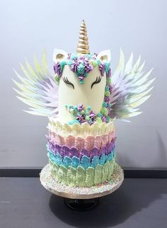 Amazing unicorn cake by spring bloom cakes. native feather could - karen davies sugar craft. Unicorn Birthday Parties, Unicorn Party, 13 Birthday Cake, Unicorn Cakes, Amazing Birthday Cakes, Little Girl Birthday Cakes, Beautiful Cakes, Amazing Cakes, Bolo Laura