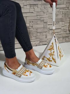 Lv Boots, Gucci Boots, Versace Heels, Versace Fashion, Gucci Sneakers Outfit, Gucci Handbags Outlet, Versace Designer, Exclusive Sneakers, On Shoes