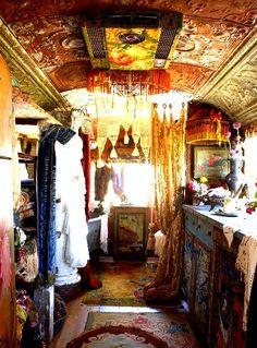 Traditional gypsy caravan http://3.bp.blogspot.com/-2zWZXMXV5uM/T-DnB6a9W-I/AAAAAAAAFIg/r_REsbaF6nQ/s1600/traditional-gypsy-vardo-bohemian-interiors-the-flying-tortoise-008.jpg