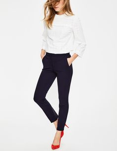 Let your ankles see the sun with our classic 7/8 trousers. The clean and smart Ponte jersey fabric makes them an ideal choice for the office or a smart-casual brunch. There's a good bit of stretch for extra comfort, and pockets too.