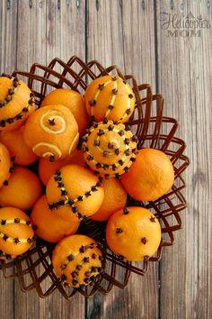 Holiday Centerpiece - Mandarins & Cloves #DIY #Christmas #Decor