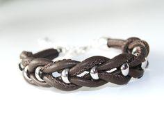 +rockiges....+ Armband aus hochwertigem Nappaleder geflochten mit Metallperlen in braun mit silbernen Karabiner-Verschluß - Einfach was besonderes!