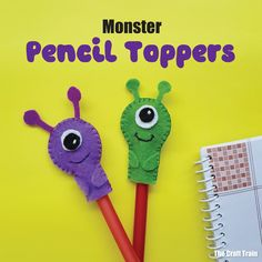 Cute and easy monster craft idea for kids. These pencil toppers make a fun kids sewing project and are perfect for back to school, halloween or just for fun Scary Halloween Crafts, Dollar Store Halloween, Ghost Crafts, Craft Stick Crafts, Felt Crafts, Yarn Monsters, Monster Balloons, Monster Crafts, Lantern Craft