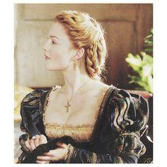 Los Borgia, Lucrezia Borgia, Italian Renaissance Dress, Renaissance Dresses, Sean Harris, The Borgias, Borgia Series, Madonna, Historical Hairstyles