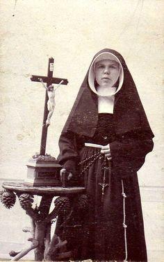 CdV, c.1900, Zuster/Sister Sjaan van Mechelen (NL)