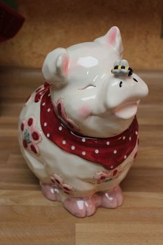 Cookie jar - pig butterfly in nose Kinds Of Cookies, Cute Cookies, Jar Jar, Mouse A Cookie, Antique Cookie Jars, Teapot Cookies, Cute Piggies, Vintage Cookies, This Little Piggy