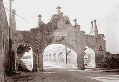 The aqueduct gate at 'Fleur de Lis'. This was damaged by as bus in the 60's and demolished shortly afterwards.