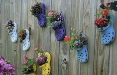 Оригинальная и яркая идея клумбы с цветами.
