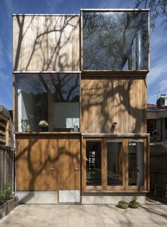 Alternating cubes of timber and glass cover the back of this Sydney house extension by Australian office Panovscott, offering a balance of light, shade, views and privacy. Architecture Ombre, Atelier Architecture, Houses Architecture, Container Architecture, Residential Architecture, Contemporary Architecture, Interior Architecture, Great Rooms, House Design