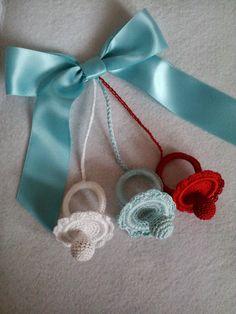Crochet Pacifiers.... Nice Shower Gift
