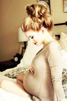 cute maternity photo idea