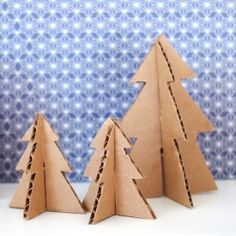 Make mini Christmas trees from Pipe Cleaners and Cardboard
