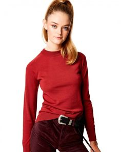 Long sleeve round neck sweater made of brushed yarn, which combines the lightness and breathability of merino wool (90%) with the softness and warmth-retaining efficiency of cashmere (10%). Totally seamless, without stitches, this shirt is made from a single thread, thanks to a innovative weaving technique that reduces environmental impact. With slick and clean lines, TV-31100 offers a maximum range of motion and a perfect fit in terms of comfort and versatility. Produced in limited edition.