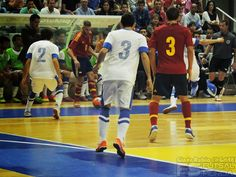 Miguelín controla el balón. @SeFutbol España-Grecia. Homenaje a Kike Boned. Ginés Rubio @grl48