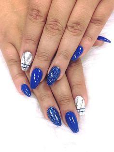 Royal blue and marble nails blue acrylic nails glitter, blue gel nails, marble nails Blue Acrylic Nails Glitter, Blue Gel Nails, Royal Blue Nails, Marble Nails, Gold Nails, Hair And Nails, My Nails, Decor Inspiration, Prom Nails