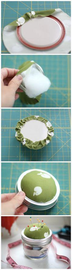 DIY: Mason Jar Sewing Kit.  Well that's a good idea.
