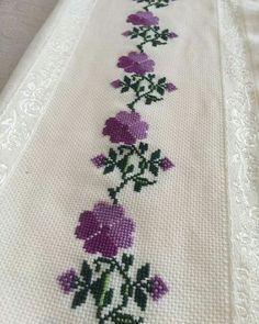 This Pin was discovered by neş Just Cross Stitch, Cross Stitch Borders, Simple Cross Stitch, Cross Stitch Flowers, Cross Stitch Designs, Cross Stitching, Cross Stitch Embroidery, Hand Embroidery, Cross Stitch Patterns
