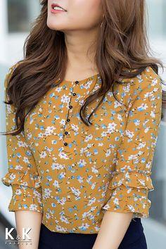 63 ideas sewing patterns tunic skirts for 2020 Kurti Sleeves Design, Kurta Neck Design, Sleeves Designs For Dresses, Kurta Designs, Blouse Designs, Stylish Dresses, Fashion Dresses, Myanmar Dress Design, Only Shirt