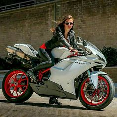 Ducati 848 Evo                                                                                                                                                                                 Más