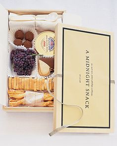 Midnight snack box for the bride and groom - beautiful idea!
