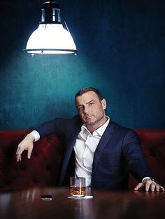 Still of Ray Donovan in Ray Donovan (aka Actor Liev Schreiber) - a personal favorite! Victor Creed, Tv Series 2016, Selfies, Ray Donovan, Liev Schreiber, Star Wars, Man Ray, Famous Men, Celebrity Crush
