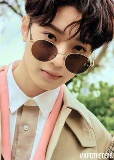- Lai Guanlin, Wanna One ♡ Guan Lin, Lai Guanlin, Cute Korean Boys, Beautiful Love, My Crush, Lee Min Ho, No One Loves Me, Korean Beauty, Jinyoung